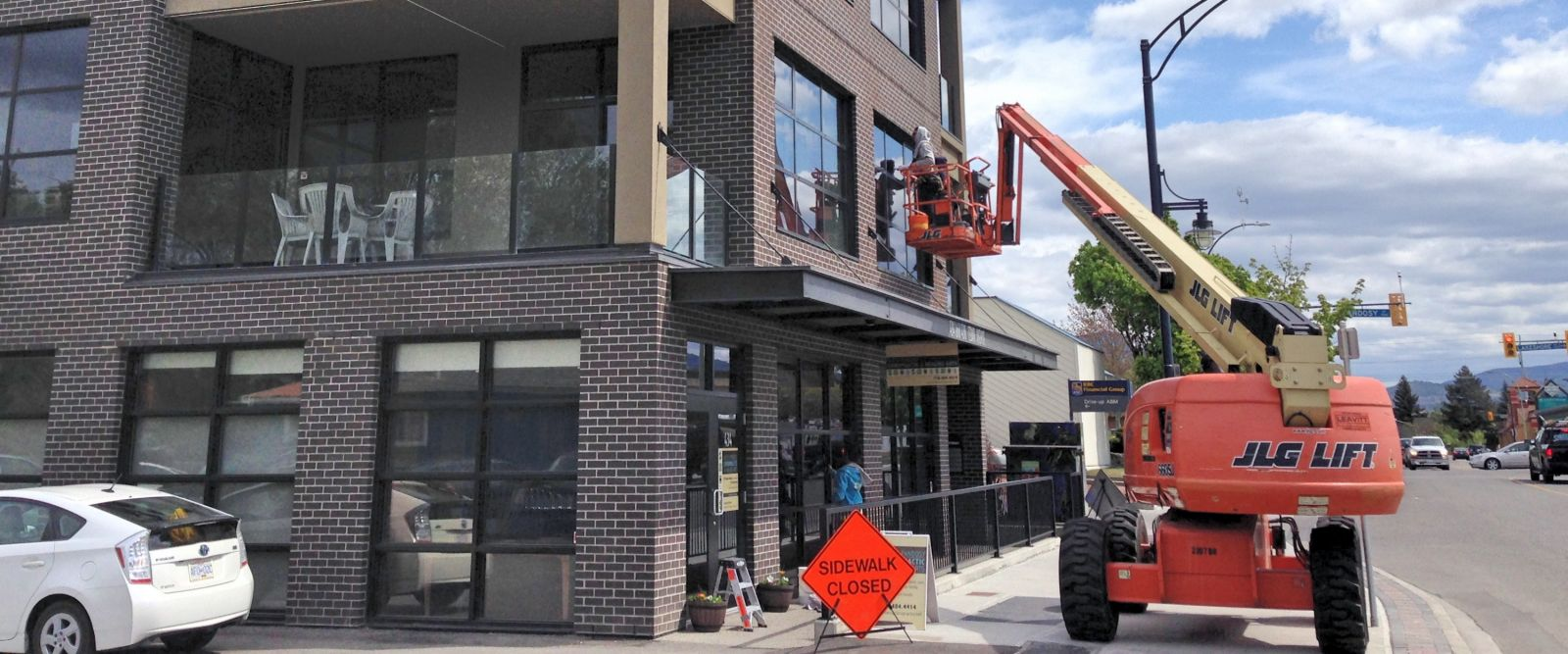 Office and condo mixed use building window cleaning in Kelowna