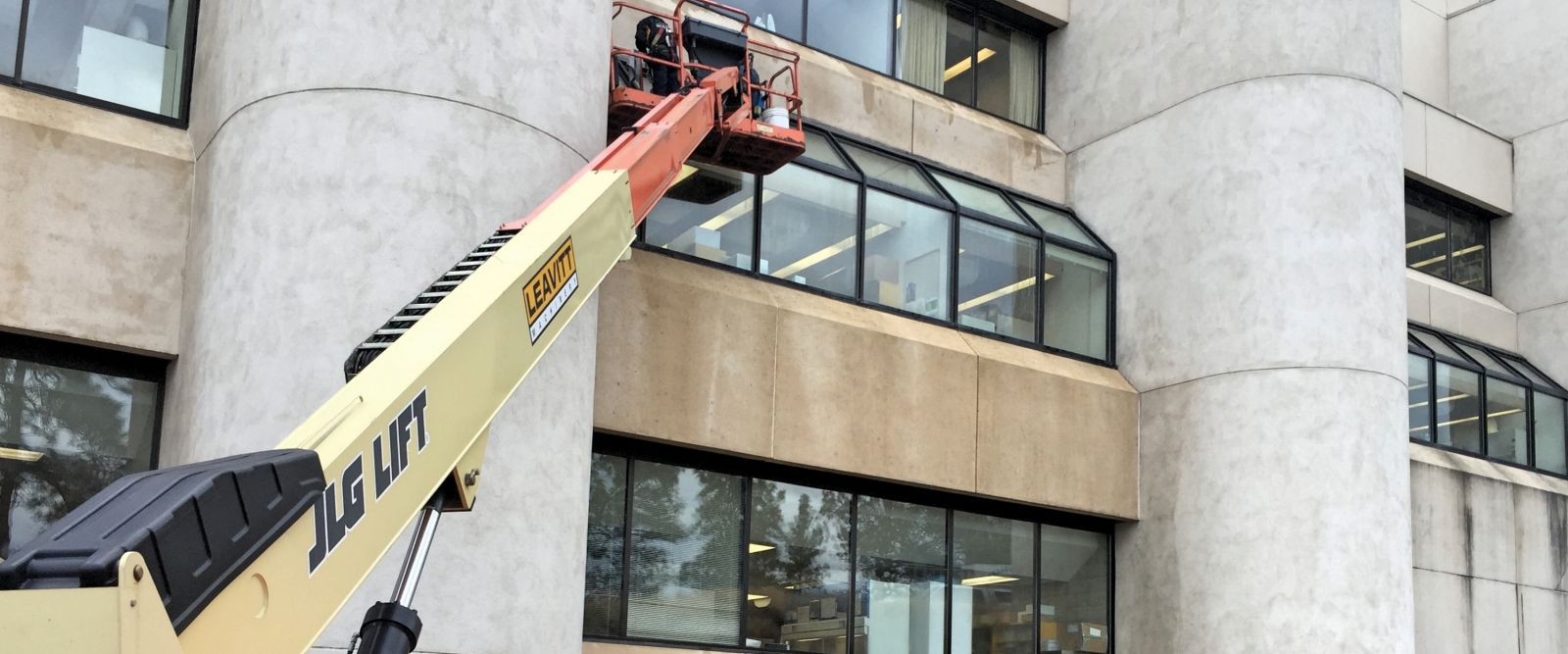 Pressure washing commercial building in Summerland