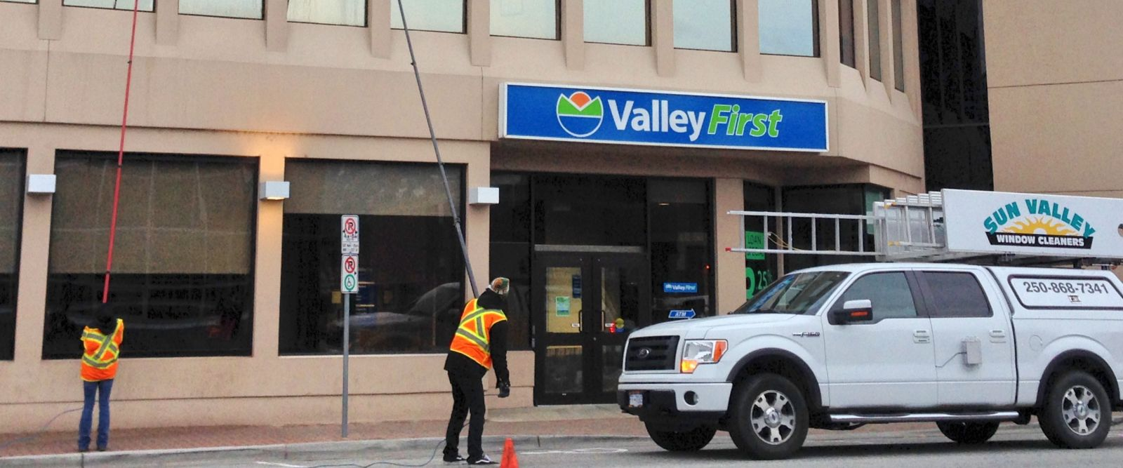Waterfed pole commercial window cleaning in Penticton