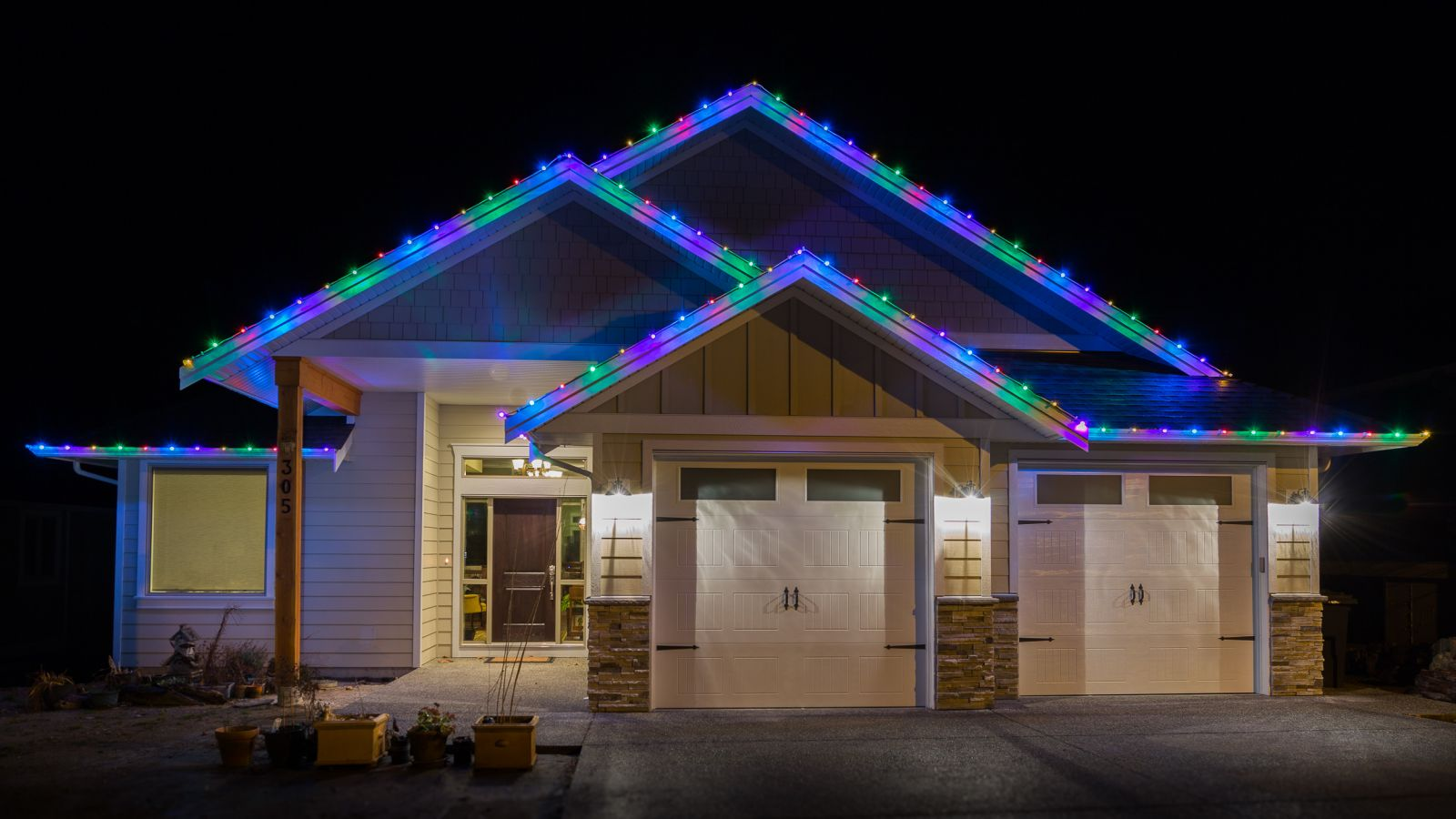Multi colour cheerful Christmas light installation